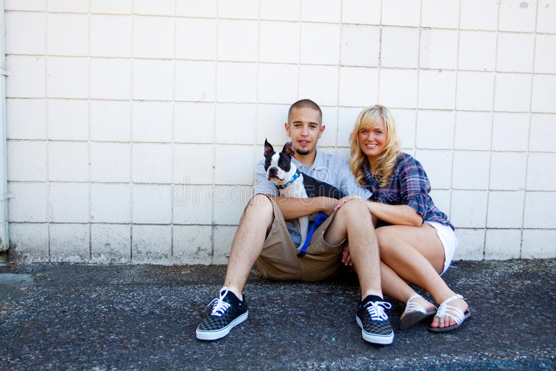 Junge eingerückte Paare lizenzfreie stockfotografie