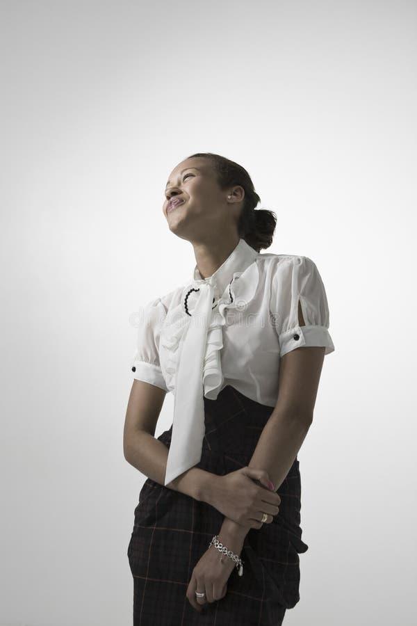 Junge elegante Frau, die weg schaut lizenzfreies stockfoto