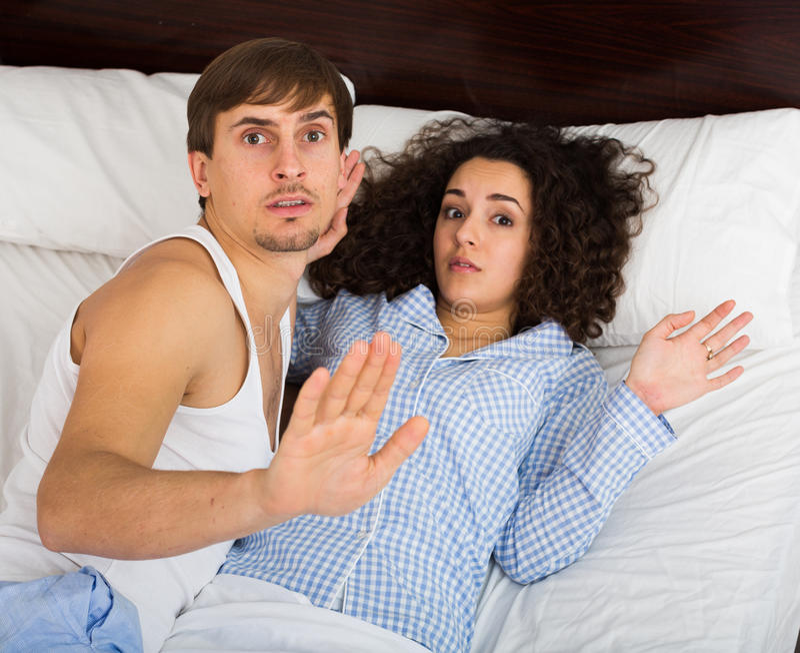Junge Erwachsene Gefangen, Sex Im Bett Habend Stockfoto