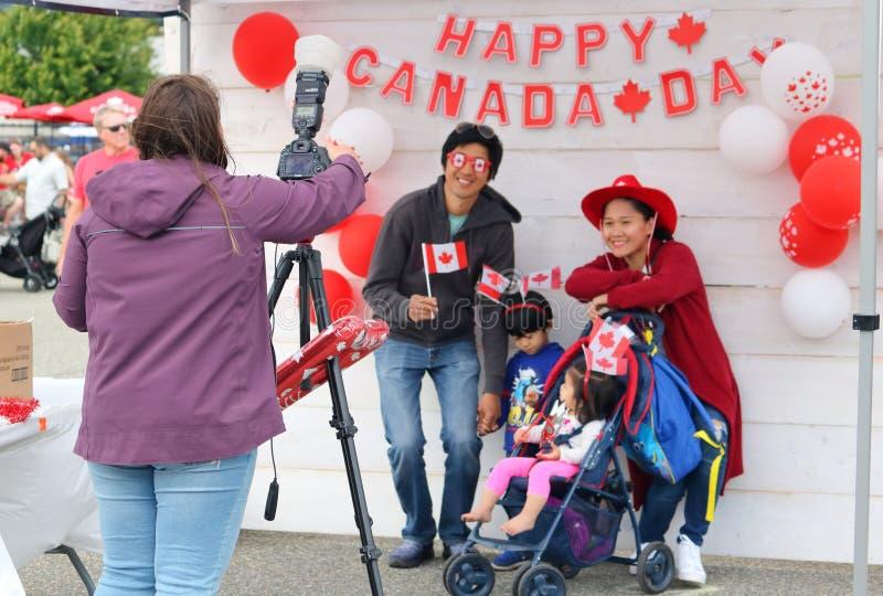Junge Familie und Kanada-Tag stockfoto