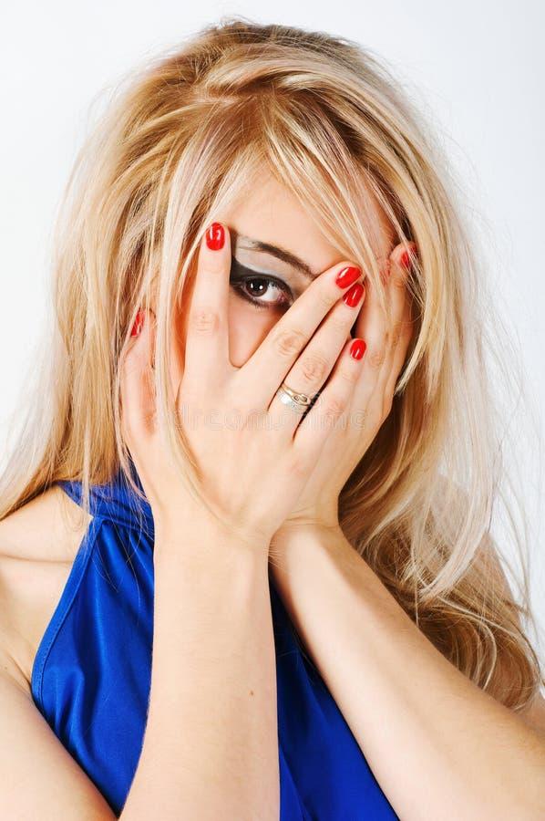 Junge Frau auf weißem Hintergrund stockfotos