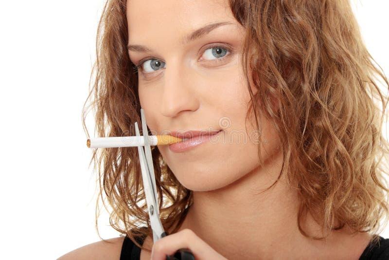 Junge Frau beendete zu rauchen stockfoto
