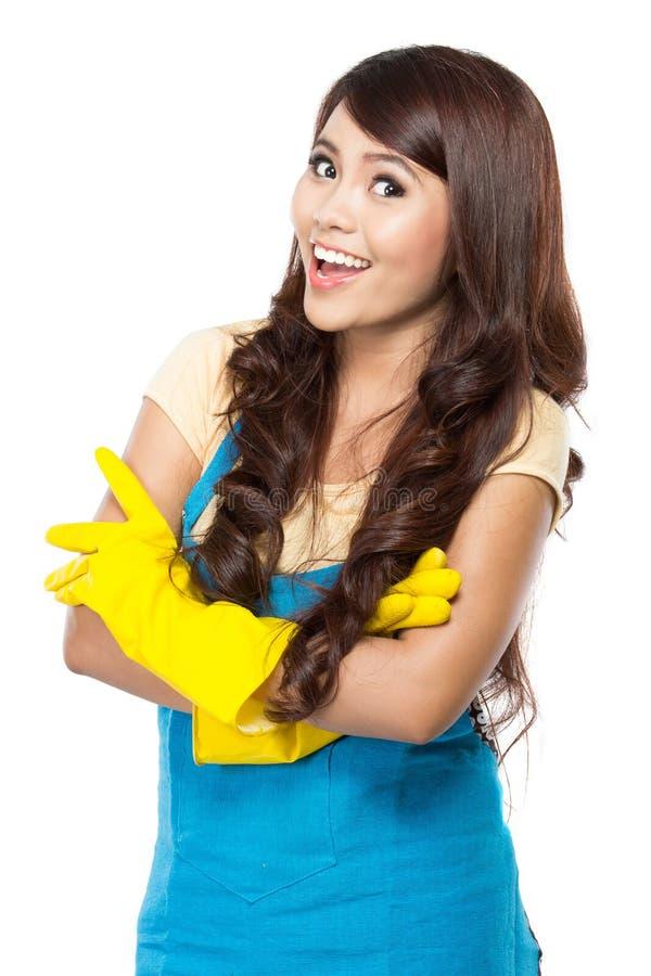 Junge Frau bereit, etwas Reinigung zu tun stockfotos