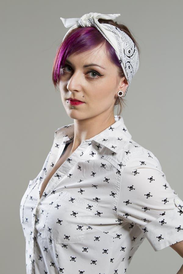 Junge Frau in den Rockabilly Arten stockbilder
