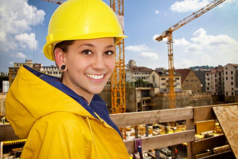 Junge Frau in der Arbeitskleidung lizenzfreies stockbild