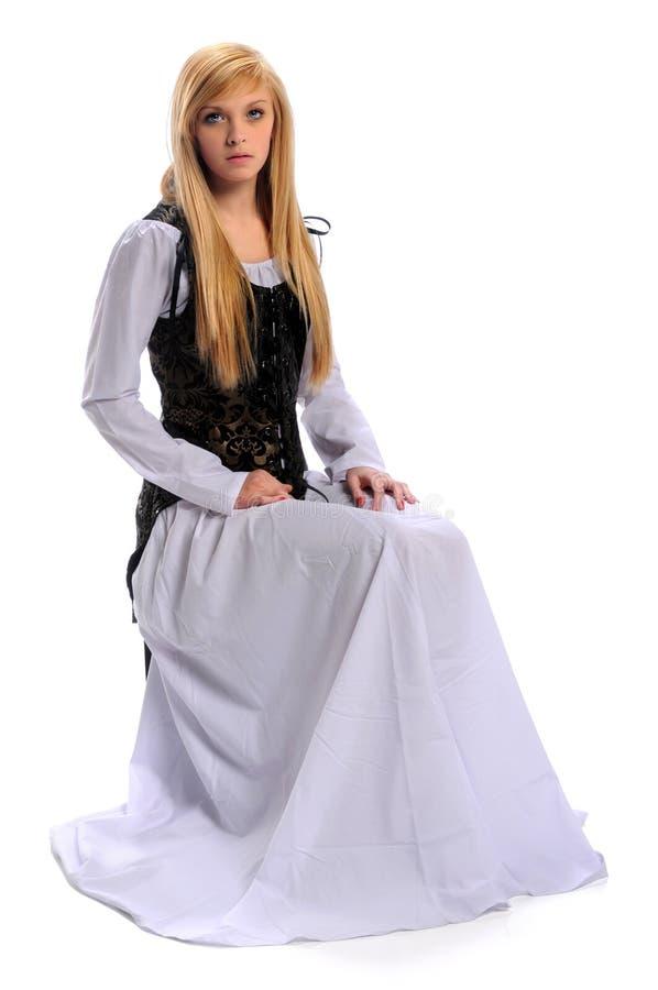 Junge Frau in der Renaissance-Kleidung stockbilder