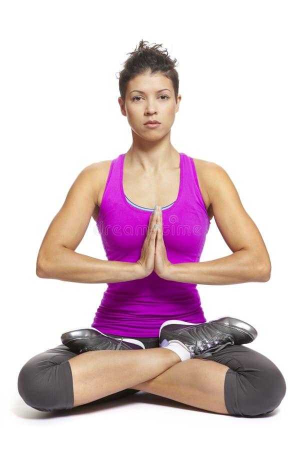 Junge Frau in der Yogahaltung stockbilder