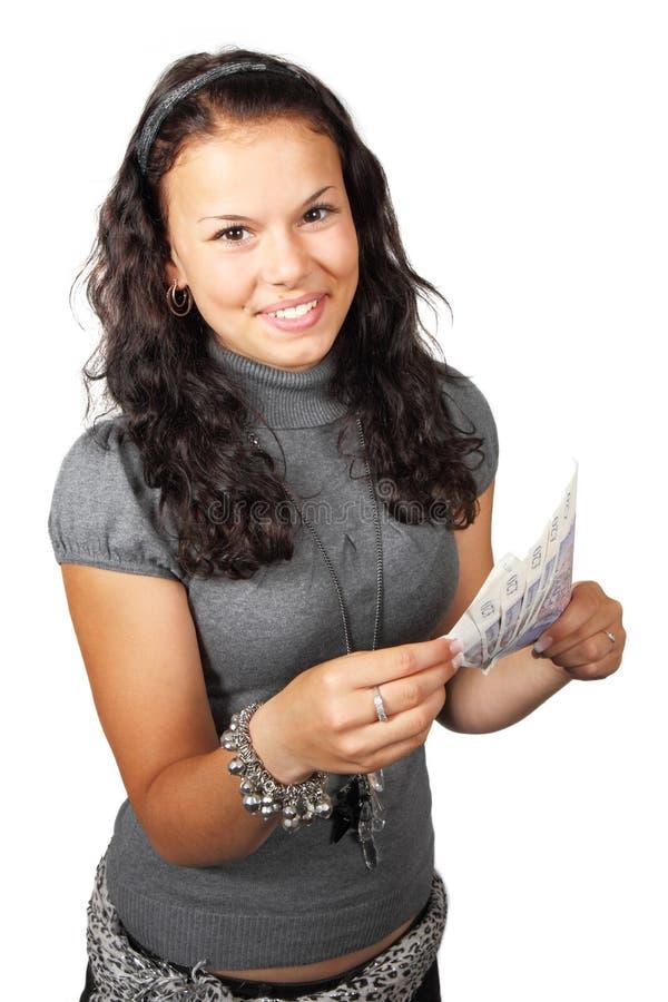 Junge Frau, die Bargeld zählt lizenzfreie stockfotos
