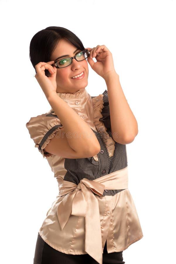 Junge Frau, die Brillen hält stockfotos