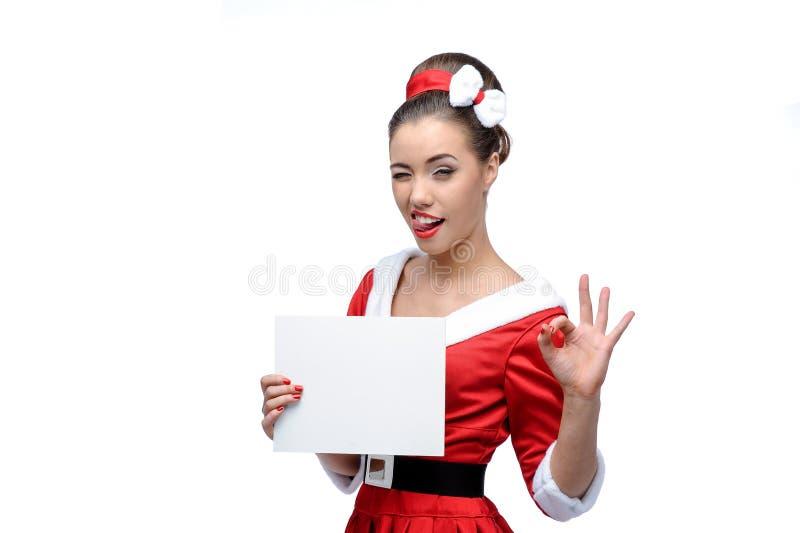 Junge Frau, die bunte Altmodekleidung trägt lizenzfreies stockfoto