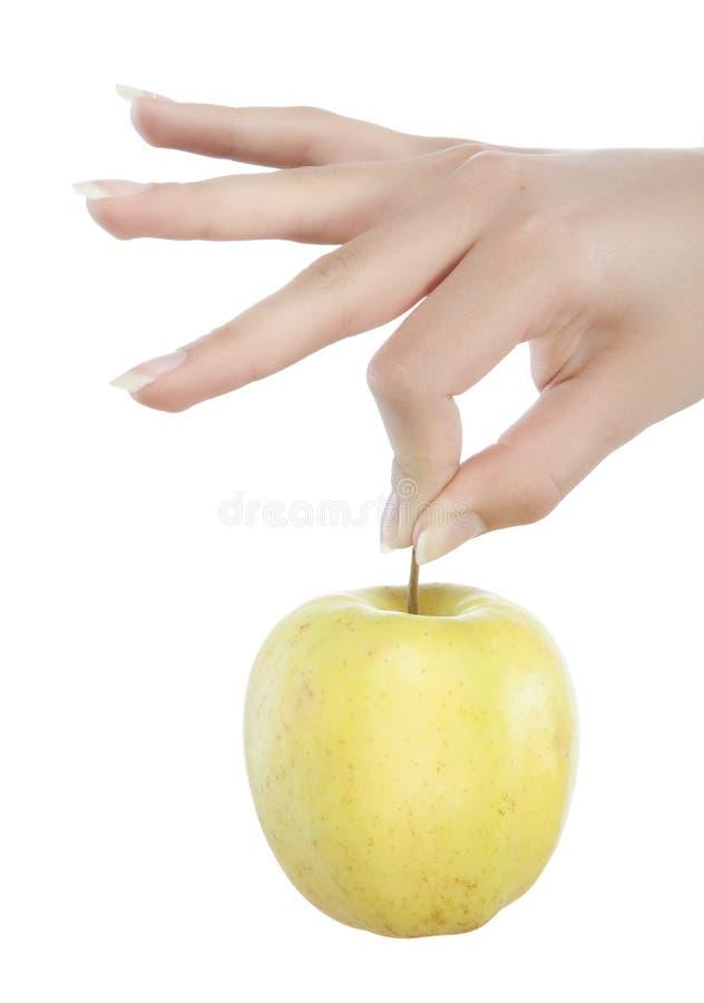 Junge Frau, die einen Apfel anhält lizenzfreie stockfotografie