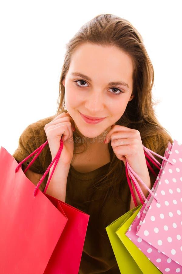 Junge Frau, die Einkaufstaschen anhält. lizenzfreie stockfotos