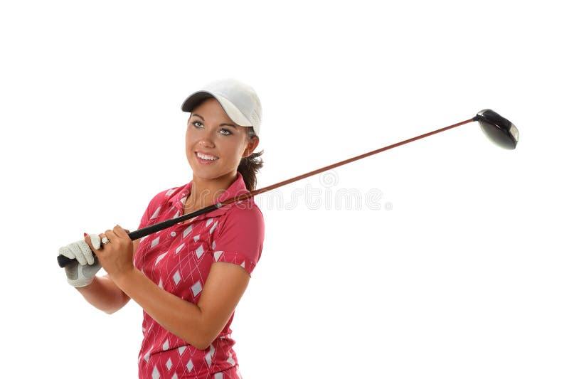 Junge Frau, die Golf spielt lizenzfreie stockfotos