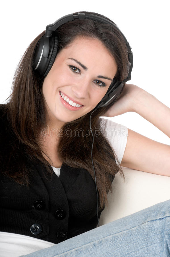 Junge Frau, die Musik, getrennt hört lizenzfreies stockbild