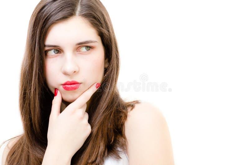 Junge Frau, die schaut, um den Raum zu kopieren durchdacht stockfotografie