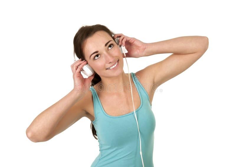 Junge Frau hört Musik stockfotos