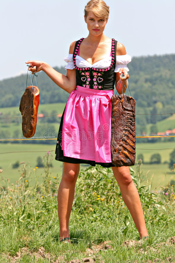 Junge Frau Im Dirndl Mit Speck Stockbild - Bild von