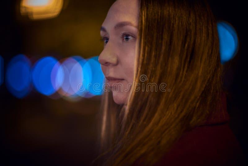 Junge Frau im Freien lizenzfreie stockfotografie