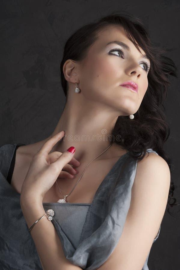 Junge Frau im hellblauen Kleid stockbild