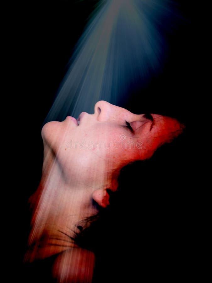 Junge Frau im Licht stockfoto