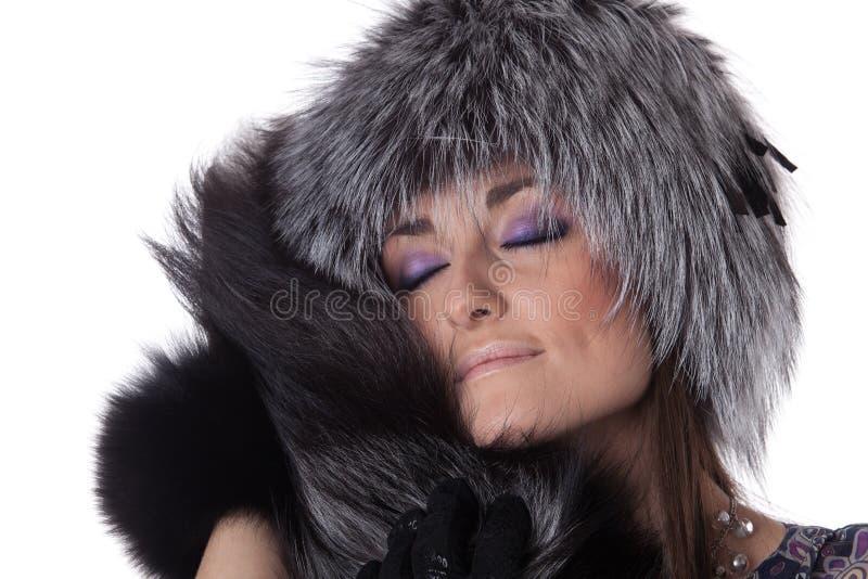 Junge Frau im Pelz. stockfotos
