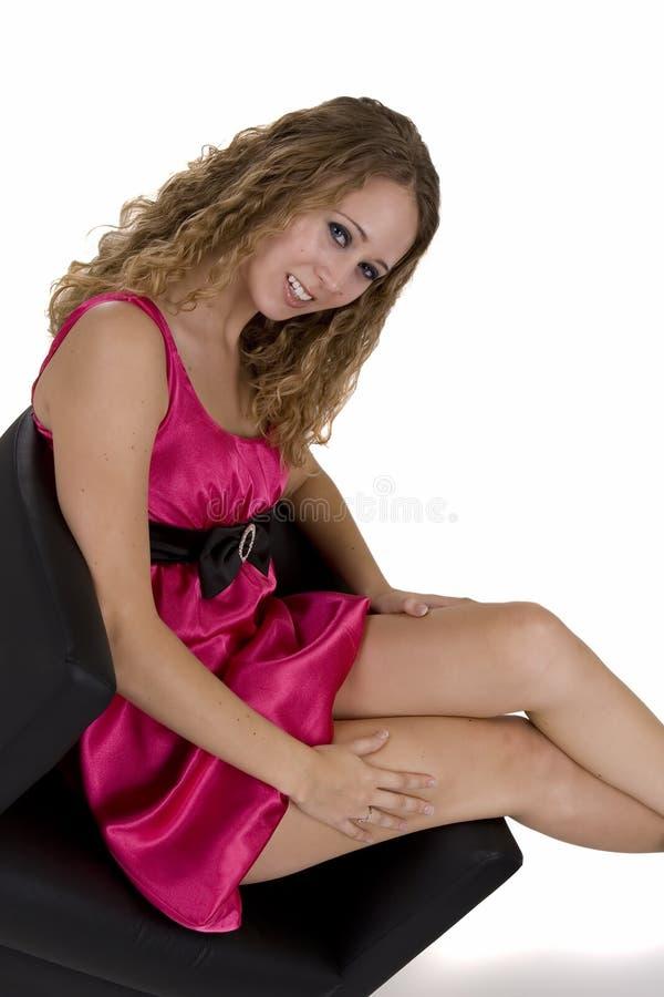 Junge Frau im pinkish Kleid stockfoto