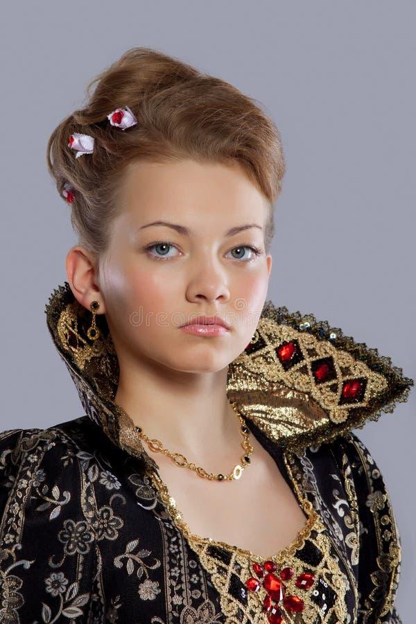 Junge Frau im Prinzessinkarnevalskleid stockbild