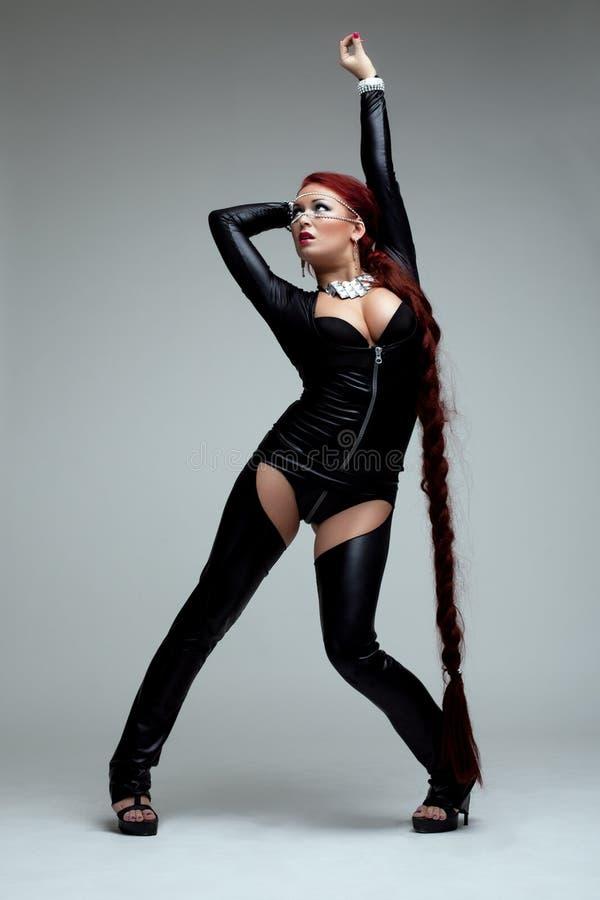 Junge Frau im sexy Kostüm mit Schalter lizenzfreie stockbilder