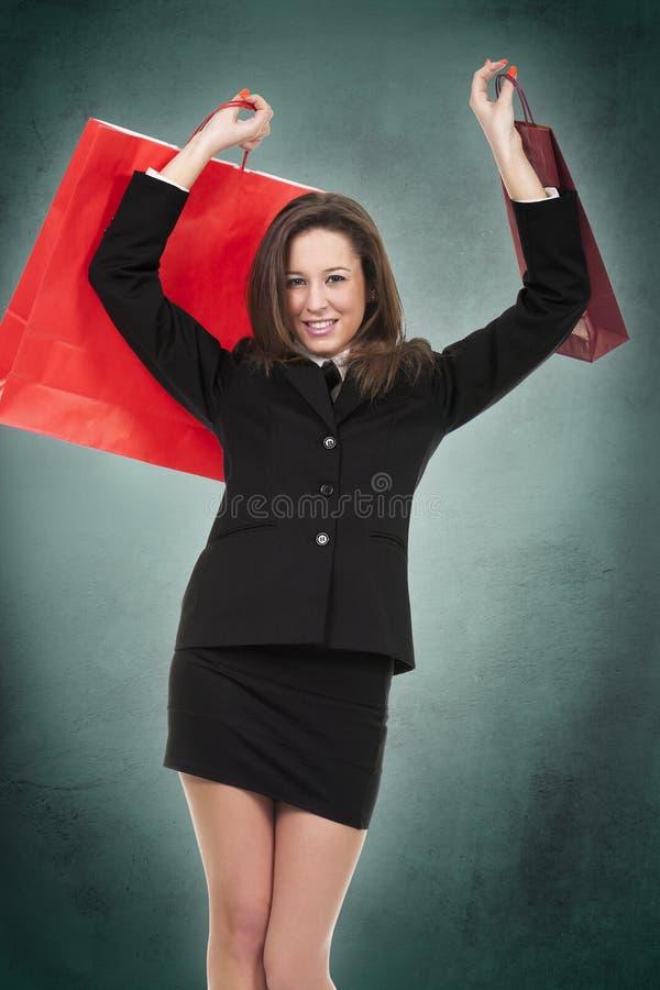 Junge Frau im Shop stockfoto