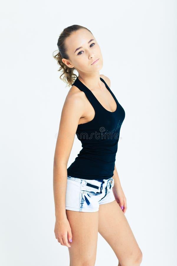 Junge Frau ist ein Baumuster stockfoto