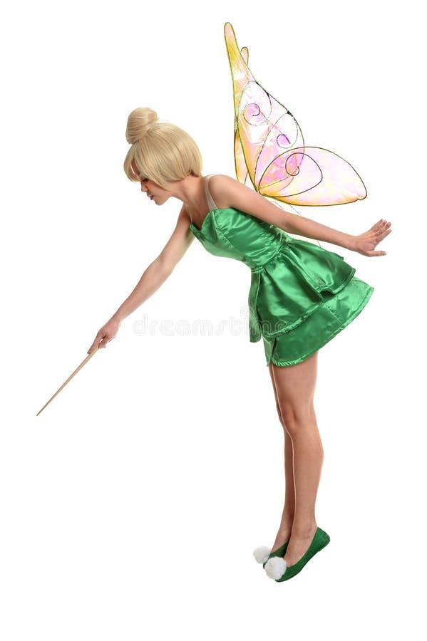 Junge Frau kleidete im Kostüm unter Verwendung des magischen Stabs an lizenzfreie stockbilder