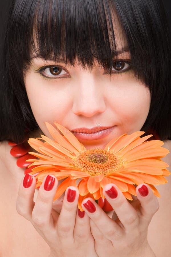 Junge Frau mit Blume lizenzfreies stockfoto