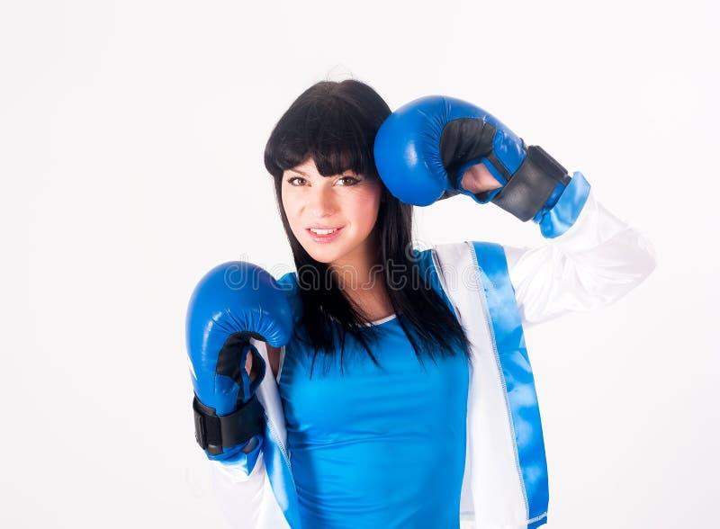 Hübsches Mädchen mit Boxhandschuhen lizenzfreies stockbild