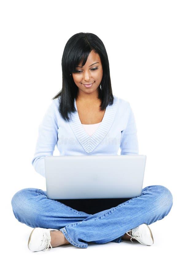 Junge Frau mit Computer stockfotos