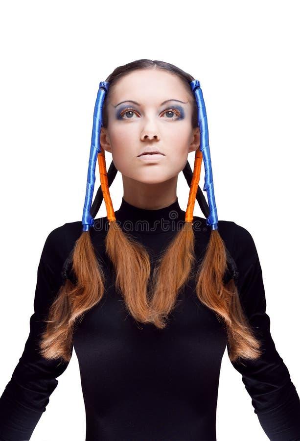 Junge Frau mit den blauen und orange Farbbändern stockfotos