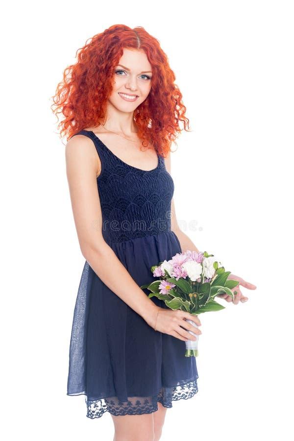 Junge Frau mit einem Blumenstrauß der Blumen stockbild