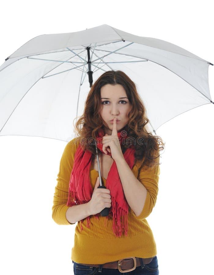 Junge Frau mit einem Regenschirm lizenzfreie stockfotos
