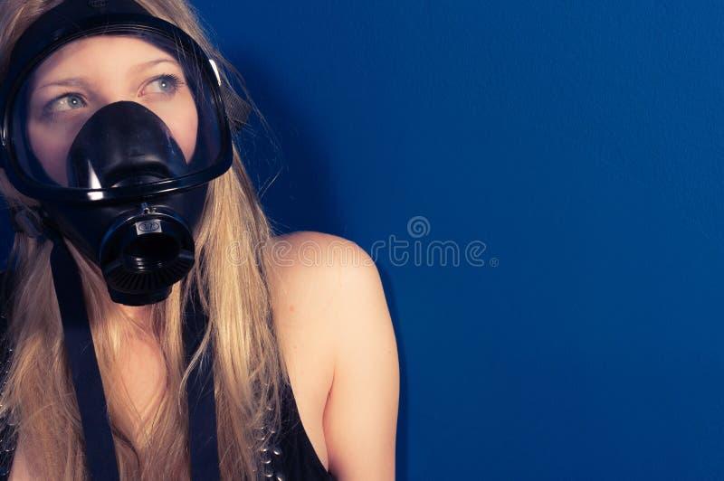 Junge Frau mit einer Schablone lizenzfreies stockfoto