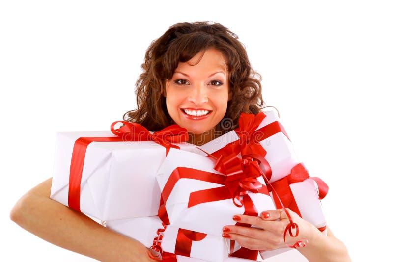 Junge Frau mit Geschenken stockfotografie