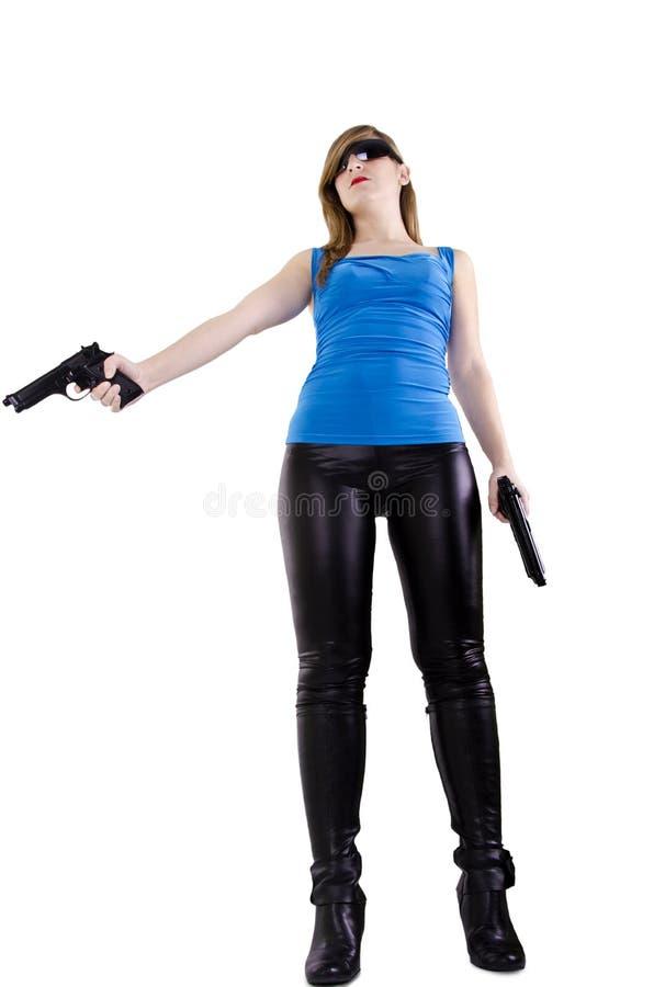Junge Frau mit Gewehren lizenzfreies stockfoto