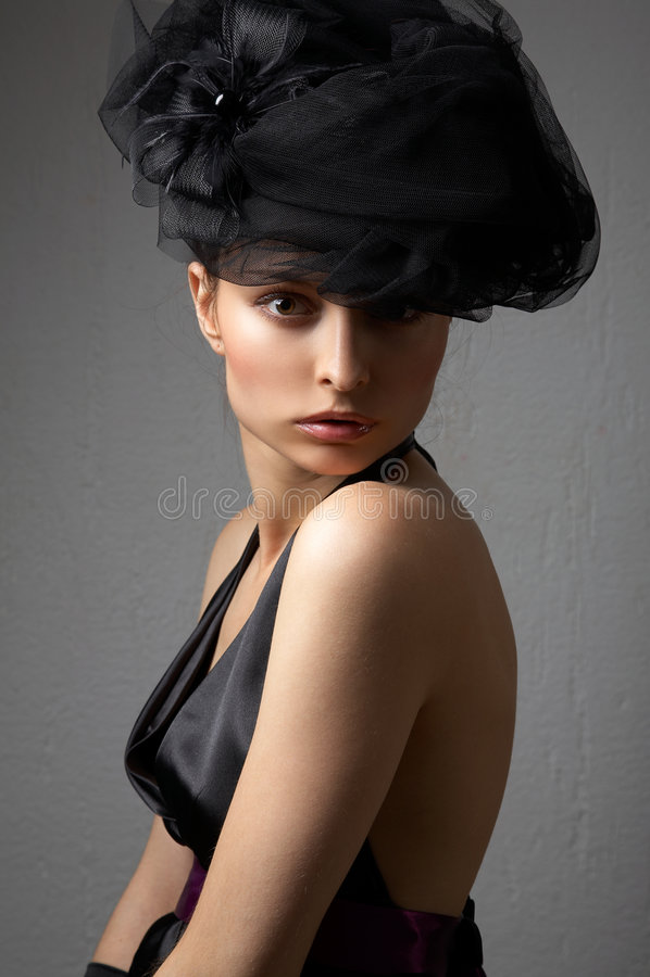 Junge Frau mit Hut stockfotos