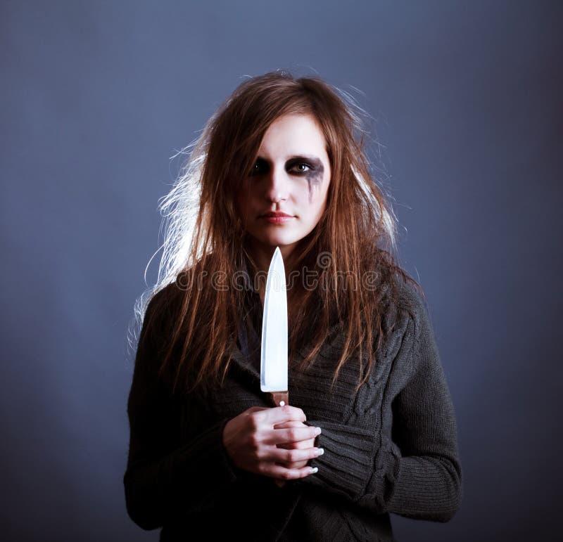 Junge Frau mit Messer stockbilder