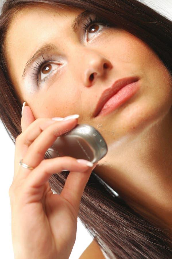 Junge Frau mit Mobiltelefon lizenzfreies stockfoto