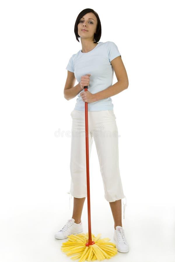 Junge Frau mit Mopp stockfoto