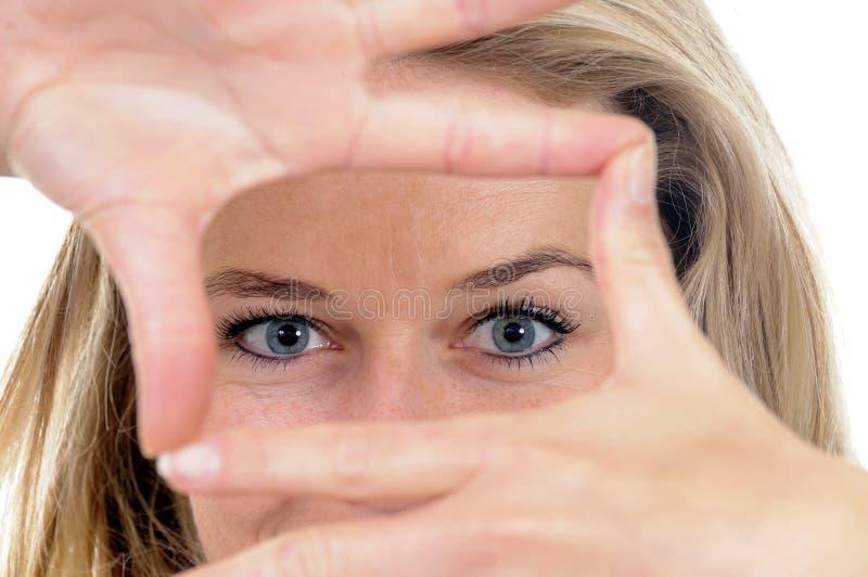 Junge Frau mit Perspektive stockbild