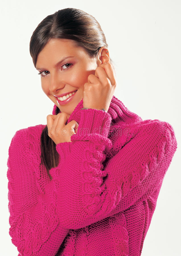 Junge Frau mit Pullover stockfotos
