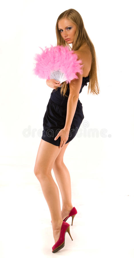 Junge Frau mit rosafarbenem Handgebläse stockbild