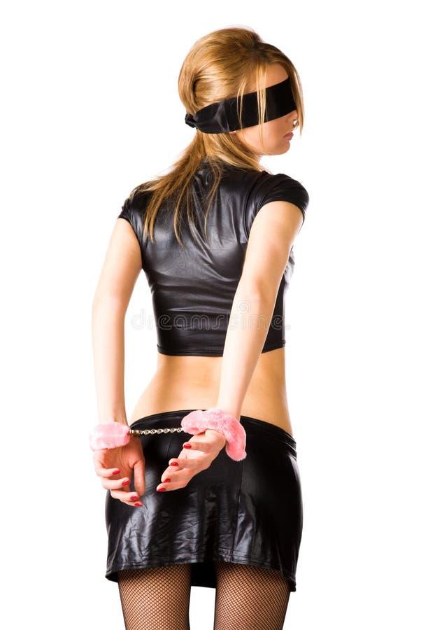 Junge Frau mit rosafarbenen Handschellen stockfotos