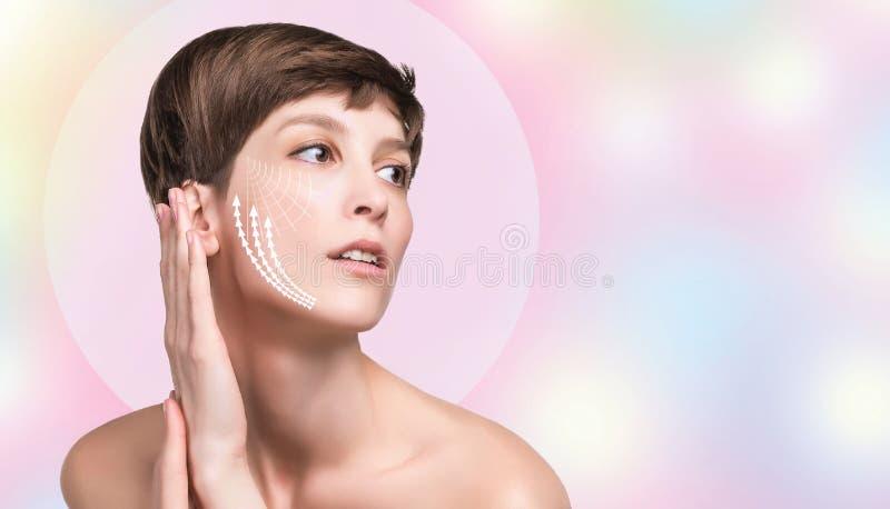 Junge Frau mit sauberer frischer Haut stockfoto