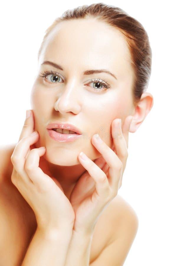 junge Frau mit sauberer Haut auf einem Weiß stockfoto